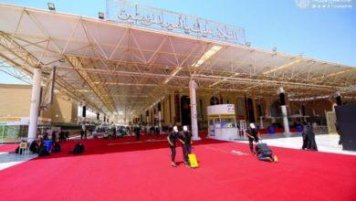 صورة العتبة العلوية المقدسة تستعد لمراسيم العاشر من المحرم بفرش أكثر من 20 ألف متر من السجاد الأحمر