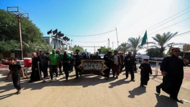 صورة العتبة الرضوية المقدّسة تقدّم هدايا مباركة للمواكب الحسينية تثميناً لجهودها بالأربعينية