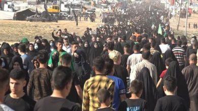 صورة أهالي الموصل يشاركون في مسيرة عزائية إحياءً لأربعينية الإمام الحسين (عليه السلام)