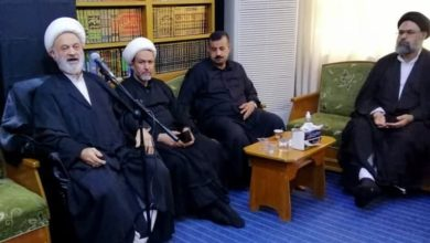صورة أصحاب مواكب حسينية خدمية في رحاب مكتب المرجع الشيرازي في النجف الأشرف
