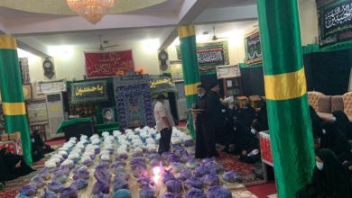 صورة بإشراف مكتب المرجع الشيرازي.. توزيع مئات السلات الغذائية للمحتاجين في كربلاء المقدسة