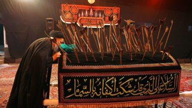 صورة موكب التشييع الرمزي للإمام الحسن المجتبى عليه السلام بذكرى شهادته يجوب شوارع قم المقدسة ويحط في بيت المرجع الشيرازي