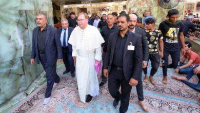 صورة ممثل الفاتيكان القس سرومي صبولچ يتشرف بزيارة مرقد أمير المؤمنين عليه السلام