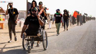 صورة تقرير مصور.. كهول ونساء وأطفال يجمعهم حبُّ الإمام الحسين عليه السلام في طريقهم نحو كربلاء المقدسة