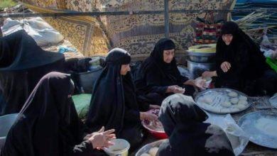 صورة أرغفة الخبز الحار.. أشهى ما تقدّمه النسوة العراقيات لزائري الأربعينية