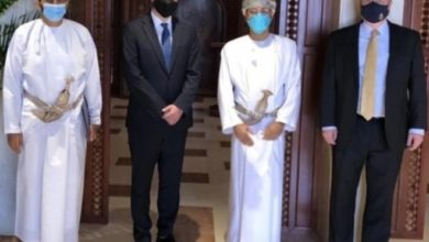صورة المبعوثان الأممي والأمريكي في مسقط لبحث وقف لاطلاق النار في اليمن