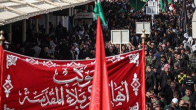 صورة أهالي كربلاء وموكبُها الموحّد يُحيون شهادة الإمام العسكريّ (عليه السلام) عند مرقده الطاهر