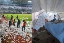 صورة موجة غضب في تركيا بعد رمي قصاصات من القرآن على أرضية ملعب كرة قدم