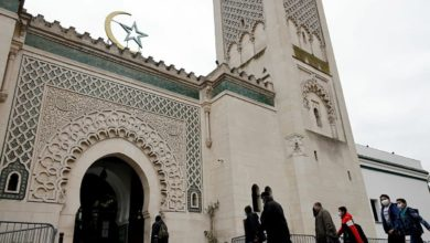 صورة قرار فرنسي جديد بشأن مسجد يثير غضب المسلمين في البلاد