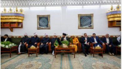 صورة وفد من مشيخة الأزهر يزور مرقد أمير المؤمنين (عليه السلام)