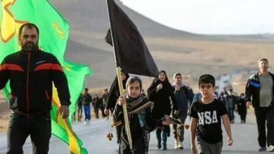 صورة إيران تشهد مسيرات حاشدة صوب مشهد المقدسة لإحياء ذكرى استشهاد الإمام الرضا (عليه السلام)