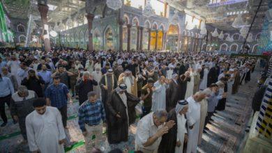 صورة بالصور.. عودة صلاة الجماعة في الصحن الحسيني الشريف بعد انقطاع لأكثر من 15 شهرا