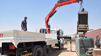 Iraqi displaced families receive generator