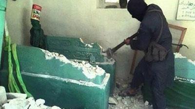 Photo of ISIL Takfiri terrorists demolish Prophet Yunus Shrine