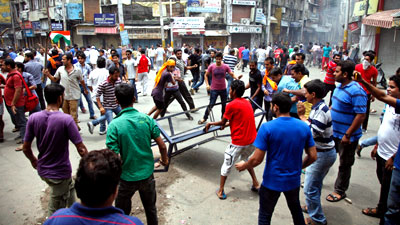 Photo of More than 200 arrested in clashes between Muslims and Hindus in India