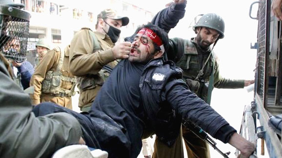 Photo of Indian soldiers attack Shia mourners in Kashmir