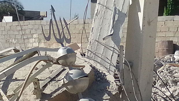Photo of IS destroys different part of historical mosque to ground in Mosul