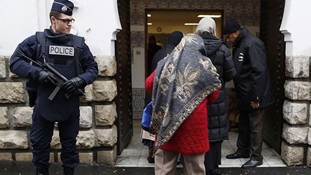 Photo of Muslims sue NYPD over surveillance of mosques