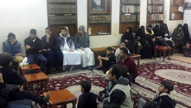 Photo of Karbala office of the Grand Ayatollah Shirazi receives relatives of al-Ahsa Husseiniyah's martyrs