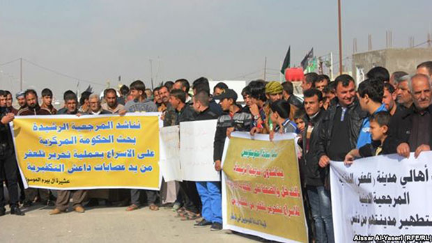 Photo of Iraqi displaced people from Tal Afar protest in Holy Najaf, demanding to liberate their city