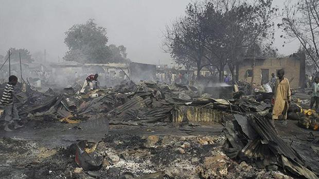 Photo of Boko Haram militants torch homes in Nigeria's Bama
