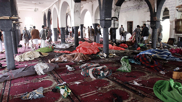 Photo of Bombs kill 137 at mosques in Yemen and IS purportedly lays claim