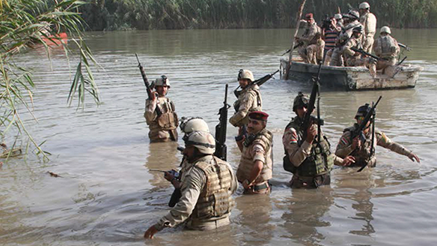 Photo of Iraqi forces destroy 4 IS boats while trying to sneak into al-Baghdadi district