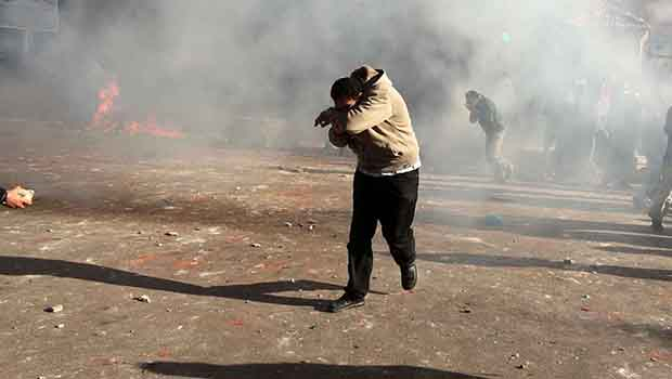 Photo of Bahraini police fire tear gas at F1 protesters