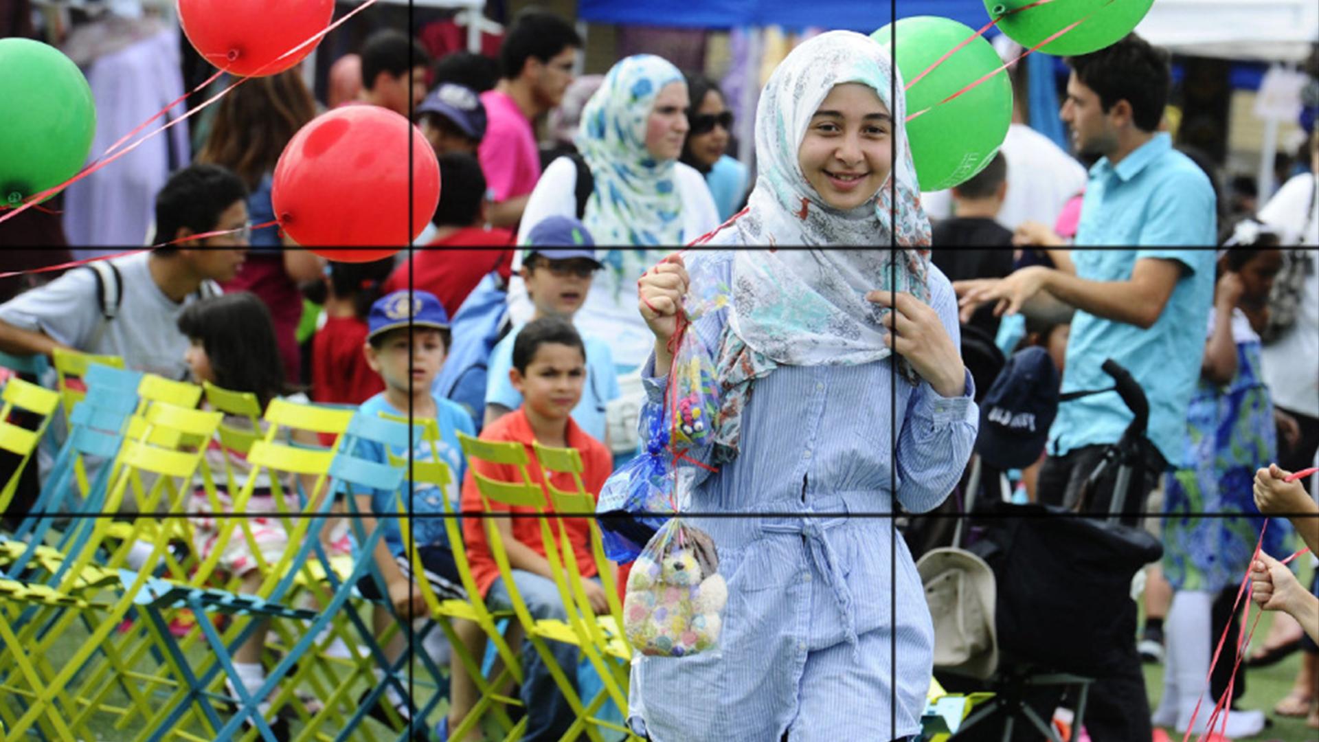 Photo of Canadian Muslims volunteering to clean Halifax Park in Nova Scotia