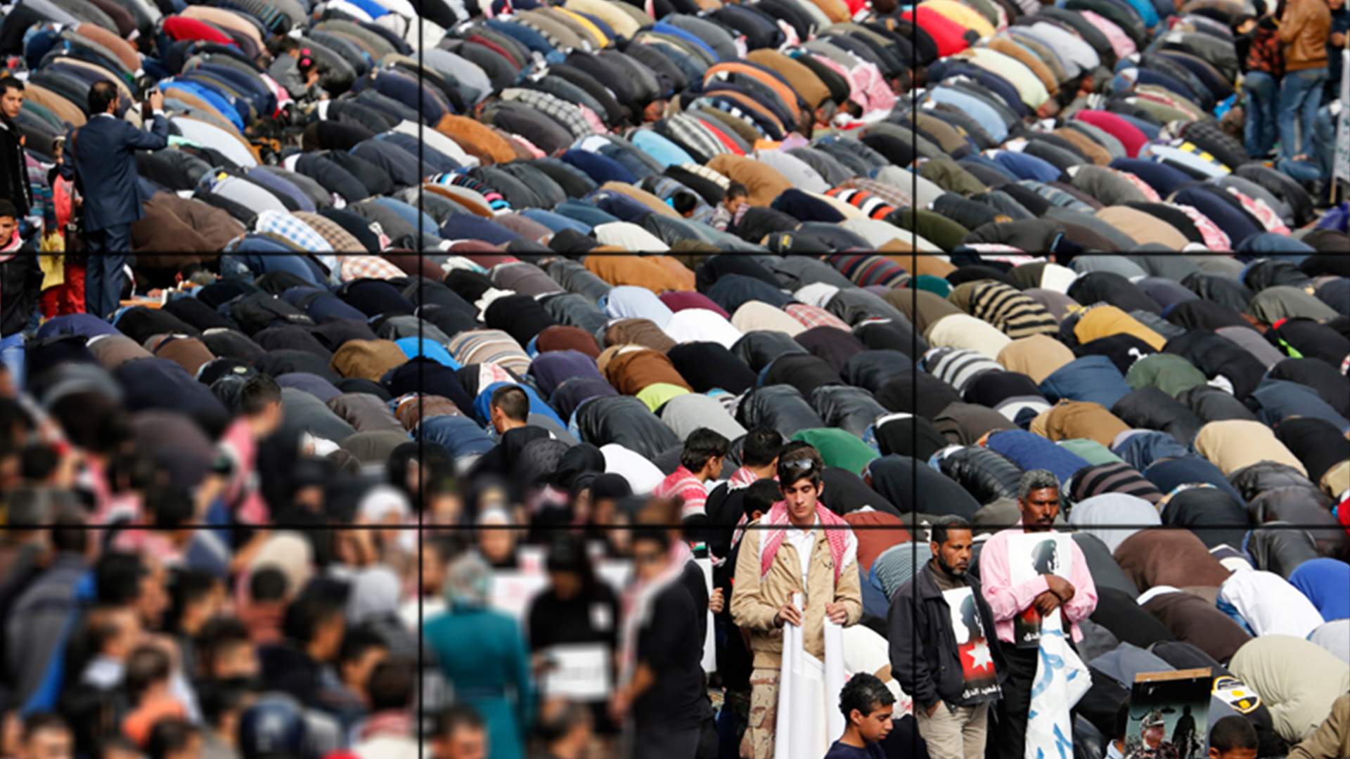 Photo of Muslims kicked out of Empire State building for performing prayer