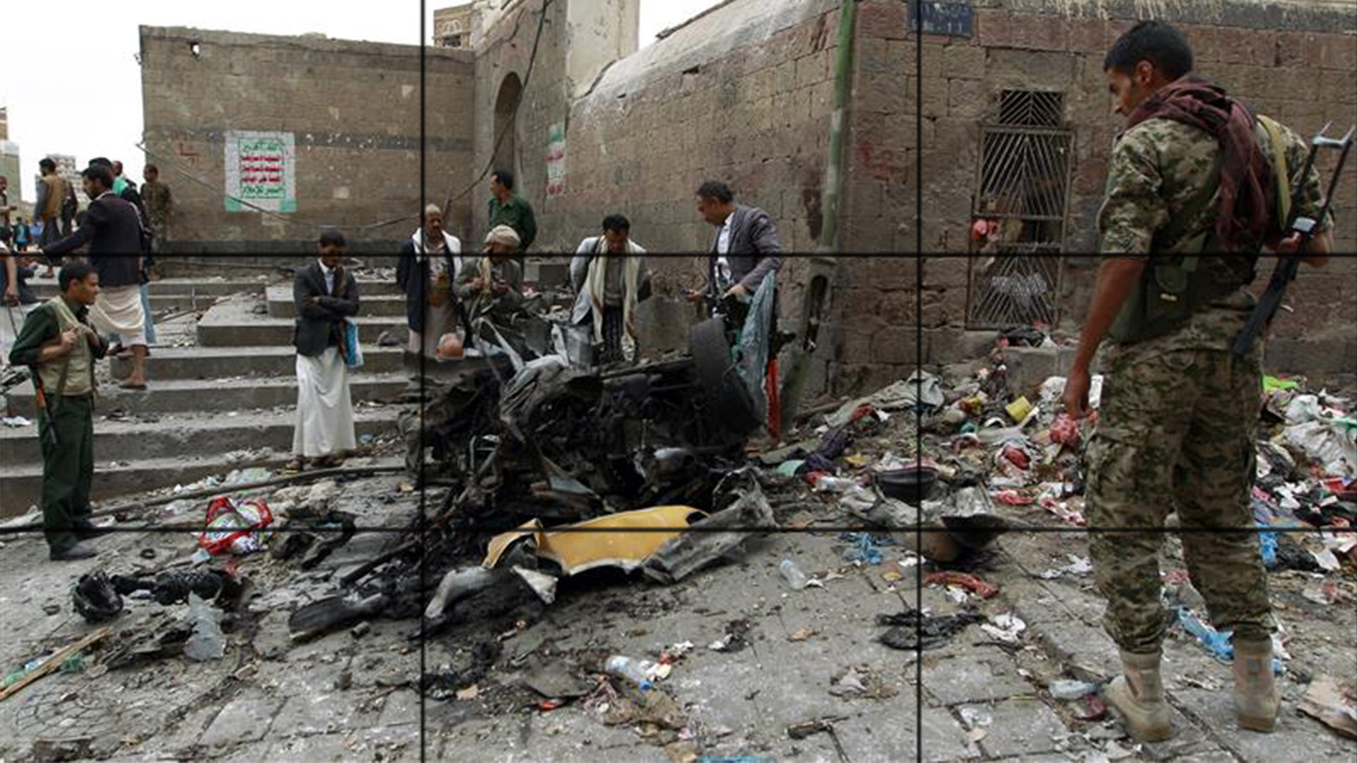 Photo of Casualties as car bomb explodes near Shia mosque in Yemen capital