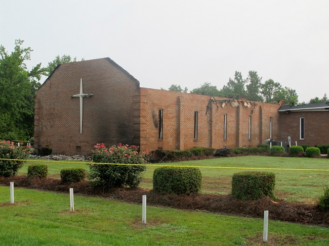 Photo of American Muslims help rebuild burned churches