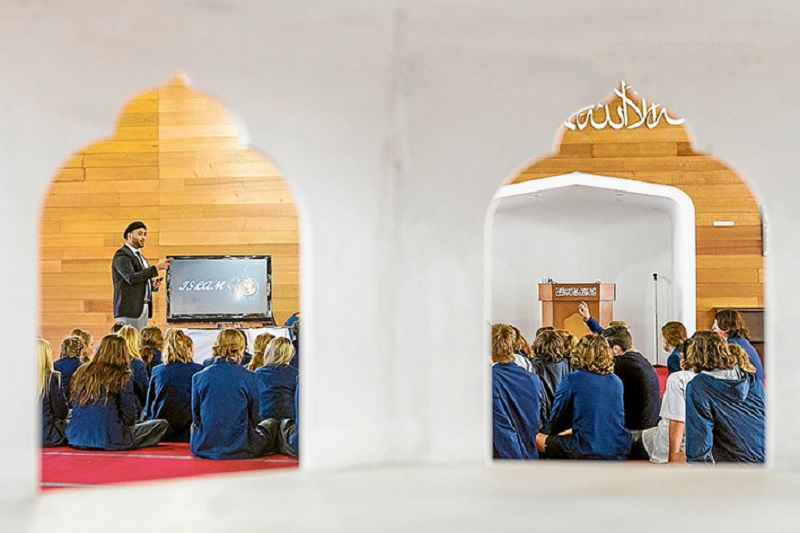 Photo of Around 300 Australian students visit mosque in Langwarrin, learning about Islam's mercy