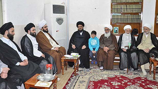 Photo of Grand Ayatollah Sayed Shirazi's hajj expedition receives number of delegations and exchanges visits
