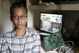 Photo of Texas Muslim student arrested for inventing clock