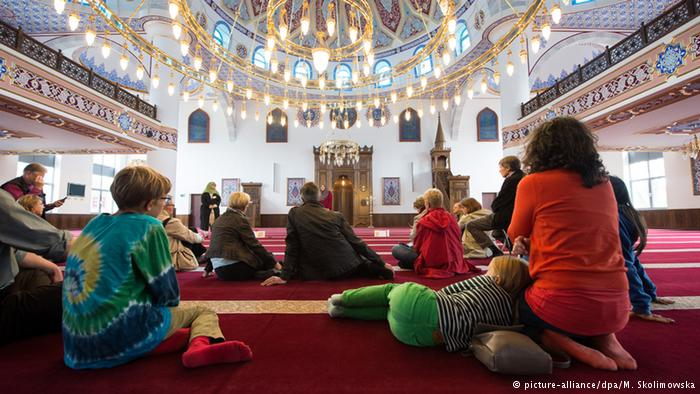Photo of Thousands visit German mosques open day