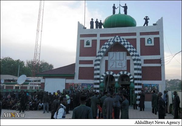 Photo of Imam Hussain's flag hoisted above dome of Zaria Husainiyyah