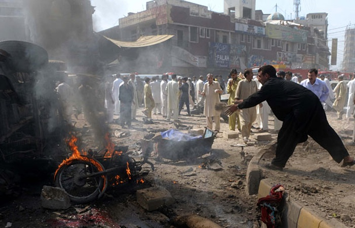 Photo of Bomb kills nearly dozen in Pakistan's Peshawar