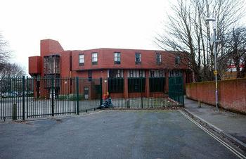 Photo of Pig head thrown outside Muslim school gate in Portsmouth