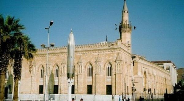 "Photo of Cairo closing  ""Al-Hussein Mosque"" to prevent confrontation"