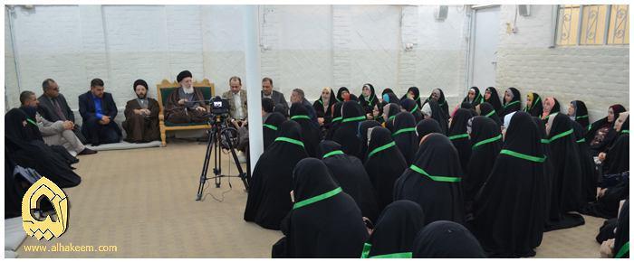 Photo of Grand Ayatollah Seyyed Saeed al-Hakim meets students of College of Medicine