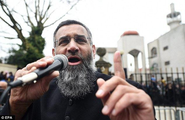 Photo of Report reveals UK prison imams are free to spread hatred in British prisons