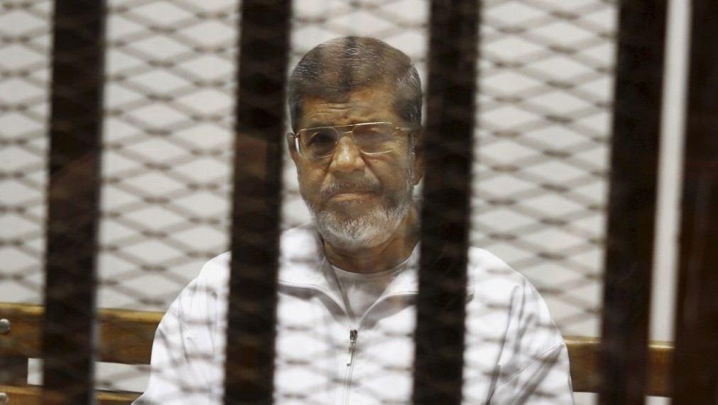 Photo of Egypt sentences ex-President Morsi to life on espionage charges