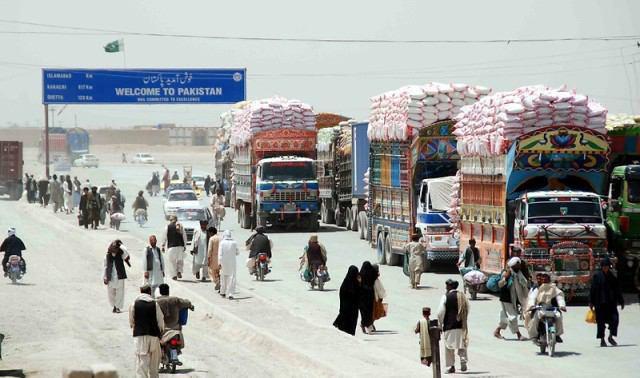 Photo of Two hundred pilgrims including women, children stranded at Pak-Iran border