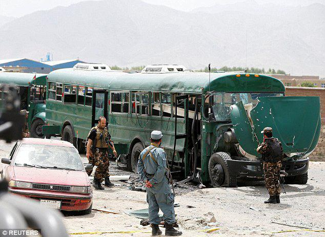 Photo of Taliban suicide bomber kills nearly 40 people after attacking Afghan military convoy outside Kabul