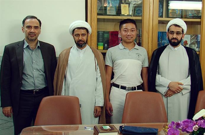 Photo of Chinese reporter reverts to Shia Islam at Imam Redha Holy Shrine