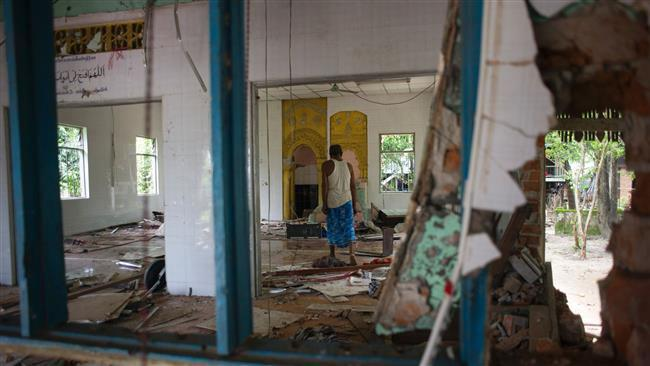 Photo of Buddhist mob attacks Muslims and set Myanmar mosque ablaze