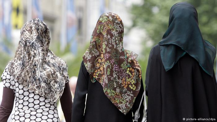 Photo of Muslim woman told to remove hijab for job application in New Zealand