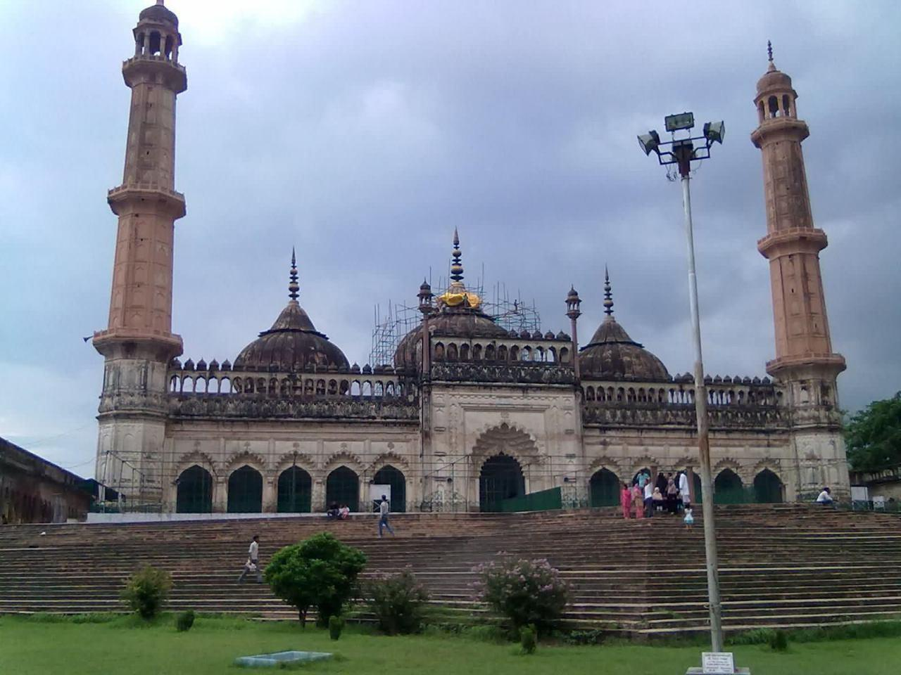 Photo of Chinks in the security plan of a popular Shia mosque in Lucknow