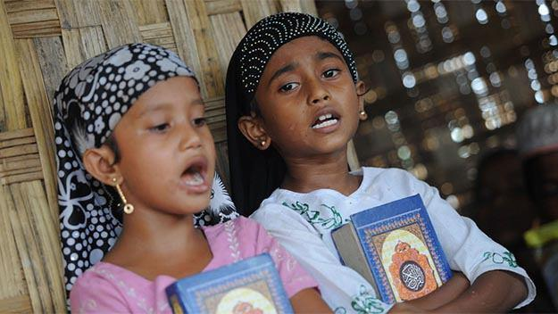 Photo of Myanmar's Rohingya Muslims banned from teaching Holy Quran to their children